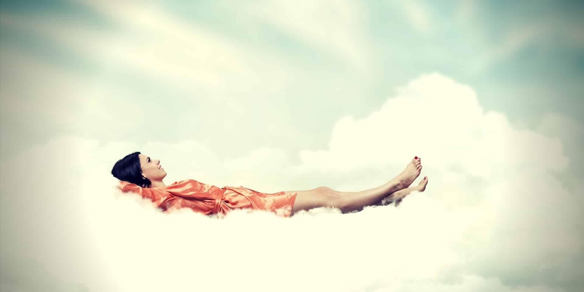 Best Kratom for Sleep girl on a cloud